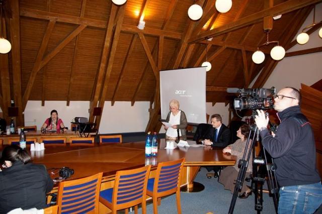 Győri Margit, a FEMIT elnöke megnyitja a konferenciát